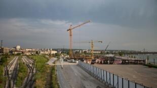 Vue des travaux du projet Waterfront de Belgrade, en juin 2016.