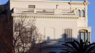 L'une des deux villas perquisitionnées à Nice dans le sud-ouest de la France, appartenant à la famille de feu l'ex-président gabonais Omar Bongo, 13 février 2013.