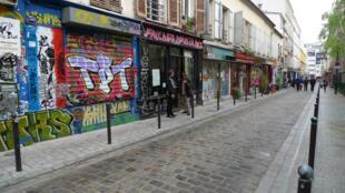 Vue de la rue Denoyez, dans le XXème arrondissement de Paris.