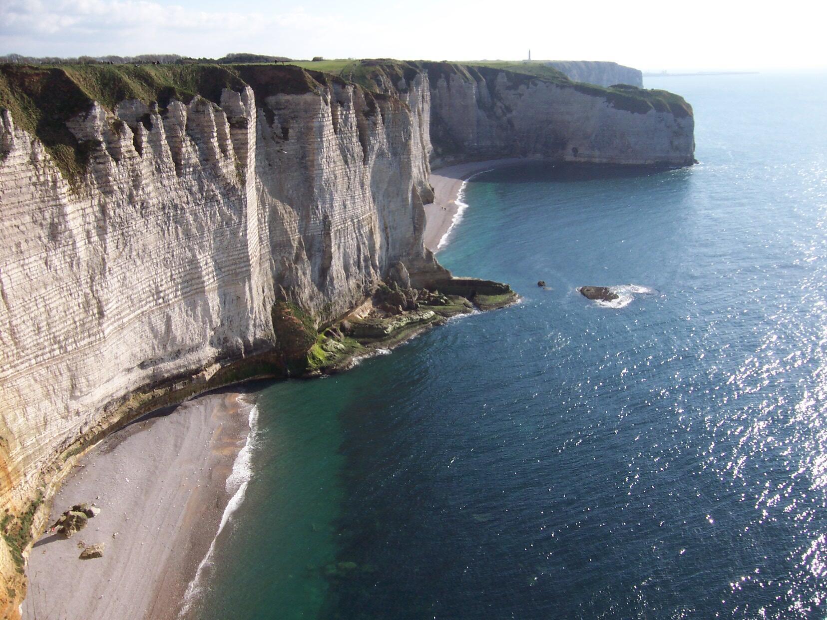 Los famosos acantilados de Etretat, en la costa noroeste de Francia.