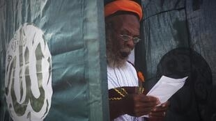 Crentes muçulmanos assinalam fim do Ramadão