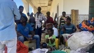 Depois da passagem do ciclone Idai, 500 pessoas refugiam-se na Estação de Caminhos-de-ferro de Tica.