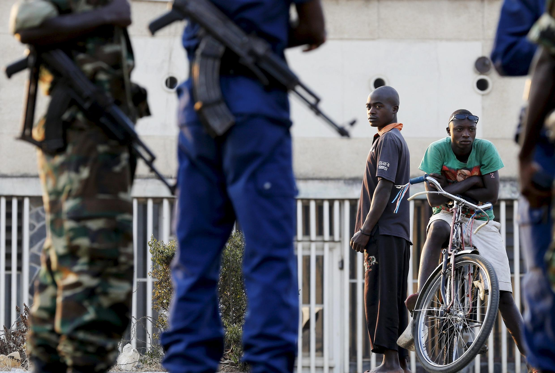 Face à la persistance des violences au Burundi, l'UE met la pression et la Belgique suspend sa coopération.