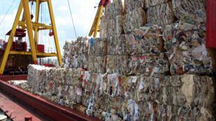 Un cargo de déchets compactés en partance pour la Chine.