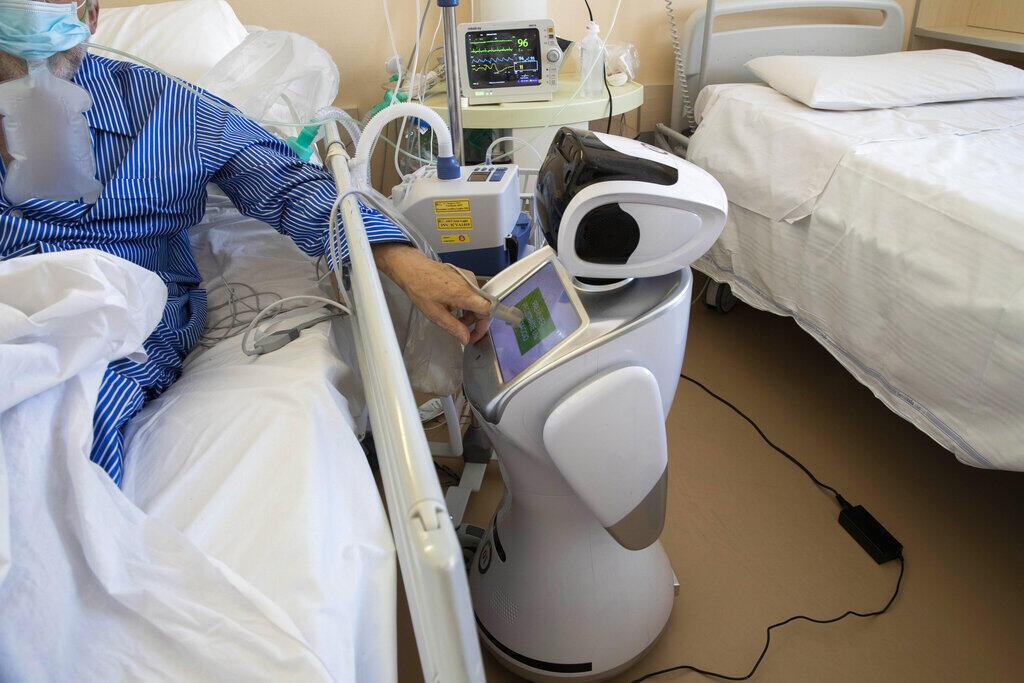 Seis robôs ajudam os profissionais de saúde a atender os pacientes do Covid-19, um robô para cada dois pacientes para maximizar o monitoramento e a assistência. No hospital 'Ospedale di Circolo', em Varese, Itália 08/04/2020