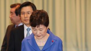 លោកស្រី Park Geun-hye ក្នុងថ្ងៃសភាបោះឆ្នោតទម្លាក់ពីអំណាច