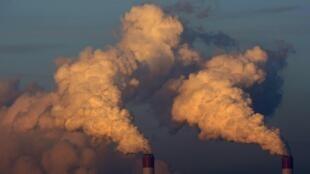 Les cheminés Belchatow Power Station en Pologne.