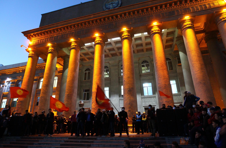 Митинг сторонников Садыра Жапарова на Старой площади в Бишкеке. 14 октября 2020 года.