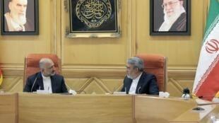 دیدار میان محمد حنیف اتمر، سرپرست وزارت امور خارجۀ افغانستان (سمت جپ) و عبدالرضا فضلی رحمانی، وزیر کشور جمهوری اسلامی ایران (سمت راست) ـ تهران، ٢ تیرماه ١٣٩٩