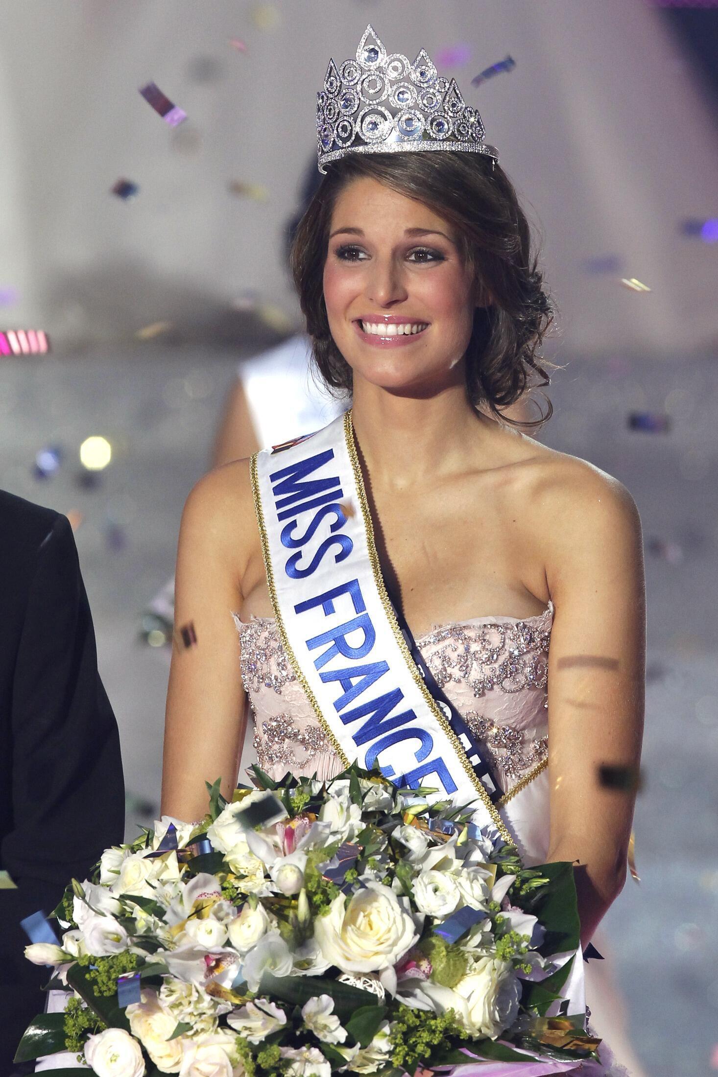 Laury Thilleman, Hoa hậu Pháp 2010, trong cuộc thi ngày 04/12/2010