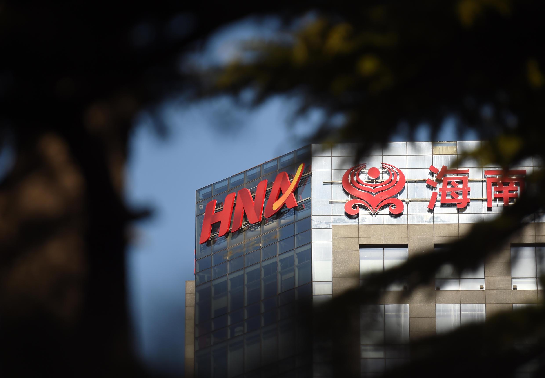 Thương hiệu của tập đoàn Trung Quốc Hải Hàng (HNA) trước trụ sở tại Bắc Kinh. Ảnh chụp ngày 18/02/2016