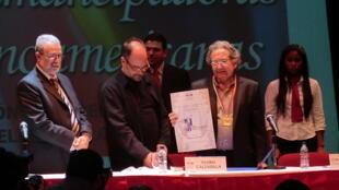 Ricardo Piglia s'est vu décerner le prix Romulo Gallegos en 2011.