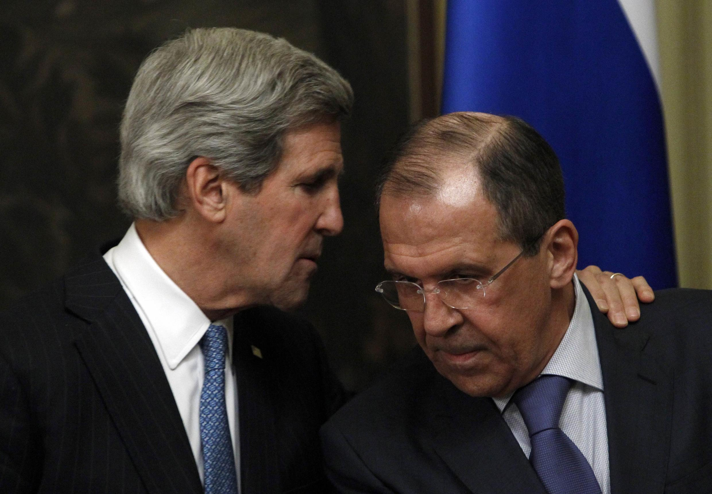 Russian Foreign Minister Sergei Lavrov (R) and US Secretary of State John Kerry are to be in Paris Monday night