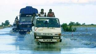 A passagem da depressão tropical Idai deixou um rasto de destruição pelo centro de Moçambique.