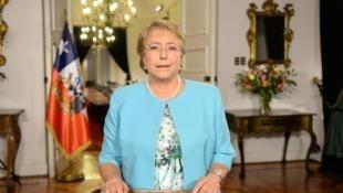 La presidenta Michelle Bachelet anuncia que habrá nueva Constitución en Chile.