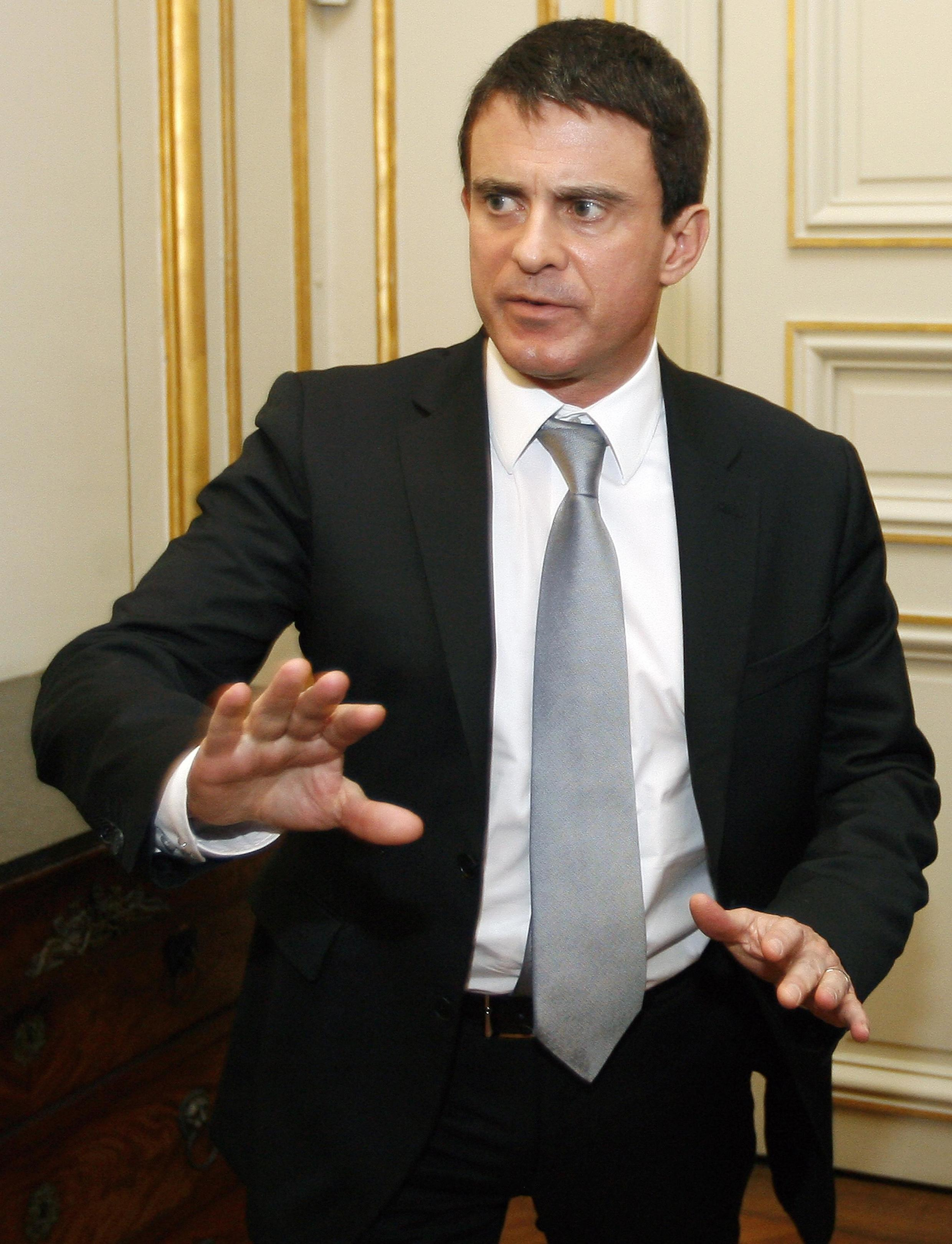 O ministro francês do Interior, Manuel Valls, se disse chocado com o incêndio que resultou em 5 mortos e 18 feridos em Gennevilliers, na periferia de Paris (foto de arquivo).