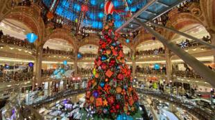 France - Paris - Illumination de Noel - 11