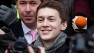 Егор Жуков на свободе после приговора к условному сроку 6 декабря 2019.