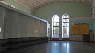 La salle des pas perdues de la gare de Simferopol est vide depuis l'arrêt de la ligne Simferopol/Kiev en janvier 2015.
