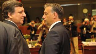 José Manuel Durão Barroso, presidente da Comissão Europeia (à esq.), e Viktor Orban, premiê húngaro, em 23 de junho de 2011.