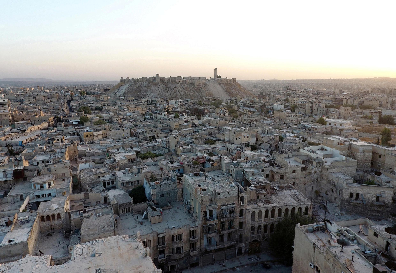 Picha kwa juu ya mji mkongwe wa Aleppo iliyopigwa na ndege isiyo na rubani. Mbali kidogo eneo la kihistoria la mji wa Aleppo.