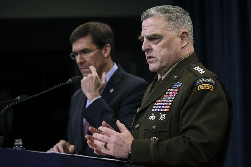 美国国防部长埃斯珀与美国参谋长联席会议主席米利资料图片