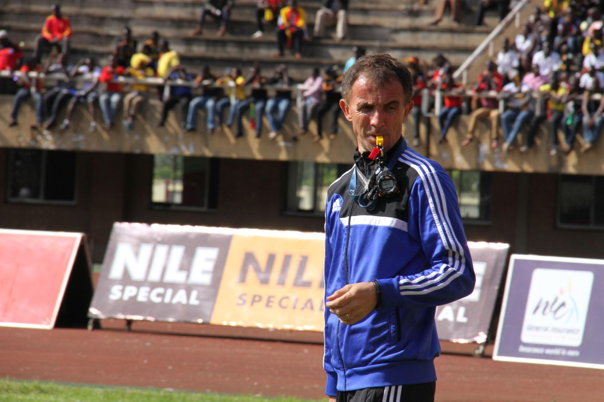 Milutin Sredojević, sélectionneur de l'équipe nationale ougandaise lors du match Ouganda-Togo le 15 novembre 2015.