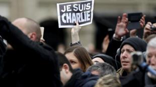 """Une pancarte """"Je suis Charlie"""", lors d'une manifestation le 16 janvier 2015 à Paris."""