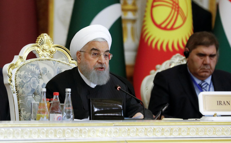 Tổng thống Iran Hassan Rouhani (T) phát biểu tại Hội nghị phối hợp hành động và các biện pháp xây dựng lòng tin ở châu Á (CICA), Dushanbe, Tajikistan, ngày 15/06/2019