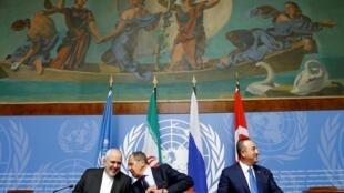 وزرای امور خارجۀ ترکیه، روسیه و ایران در کنفرانس خبری در ژنو.