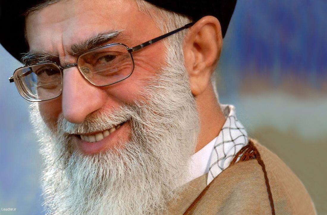 O general Yahya Rahim Safavi, que não descarta o ataque às bases militares americanas no Golfo Pérsico, é o conselheiro militar do aiatolá Ali Khamenei (foto), o chefe da Revolução iraniana.