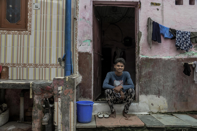 Sunny, un jeune indien de 20 ans, vient de terminer son traitement d'une tuberculose multirésistante.