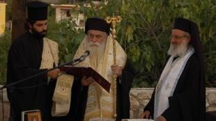 Inauguration d'un petit musée de province. En Grèce, le clergé est présent à chaque cérémonie officielle.