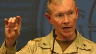 Le général Martin Dempsey, ici lors d'une conférence de presse à Bagdad en 2004, sera nommé chef d'état-major interarmées ce lundi.