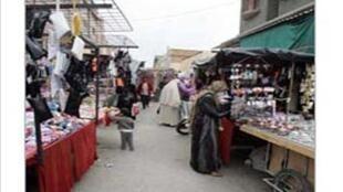 Vue d'un marché dans quartier populaire à Alger.