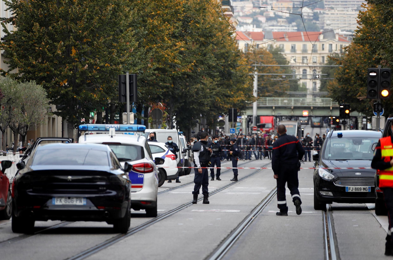 Nice, le 29 octobre 2020, le quartier de l'église de Notre-Dame a été bouclé par les forces de l'ordre après une attaque au couteau.