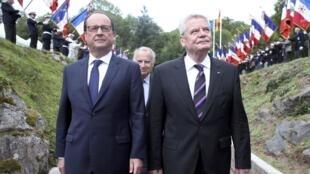 Президенты Франции и Германии Ф.Олланд и Й.Гаук на церемонии по случаю столетия начала Первой мировой войны. Эльзас, 3 августа 2014