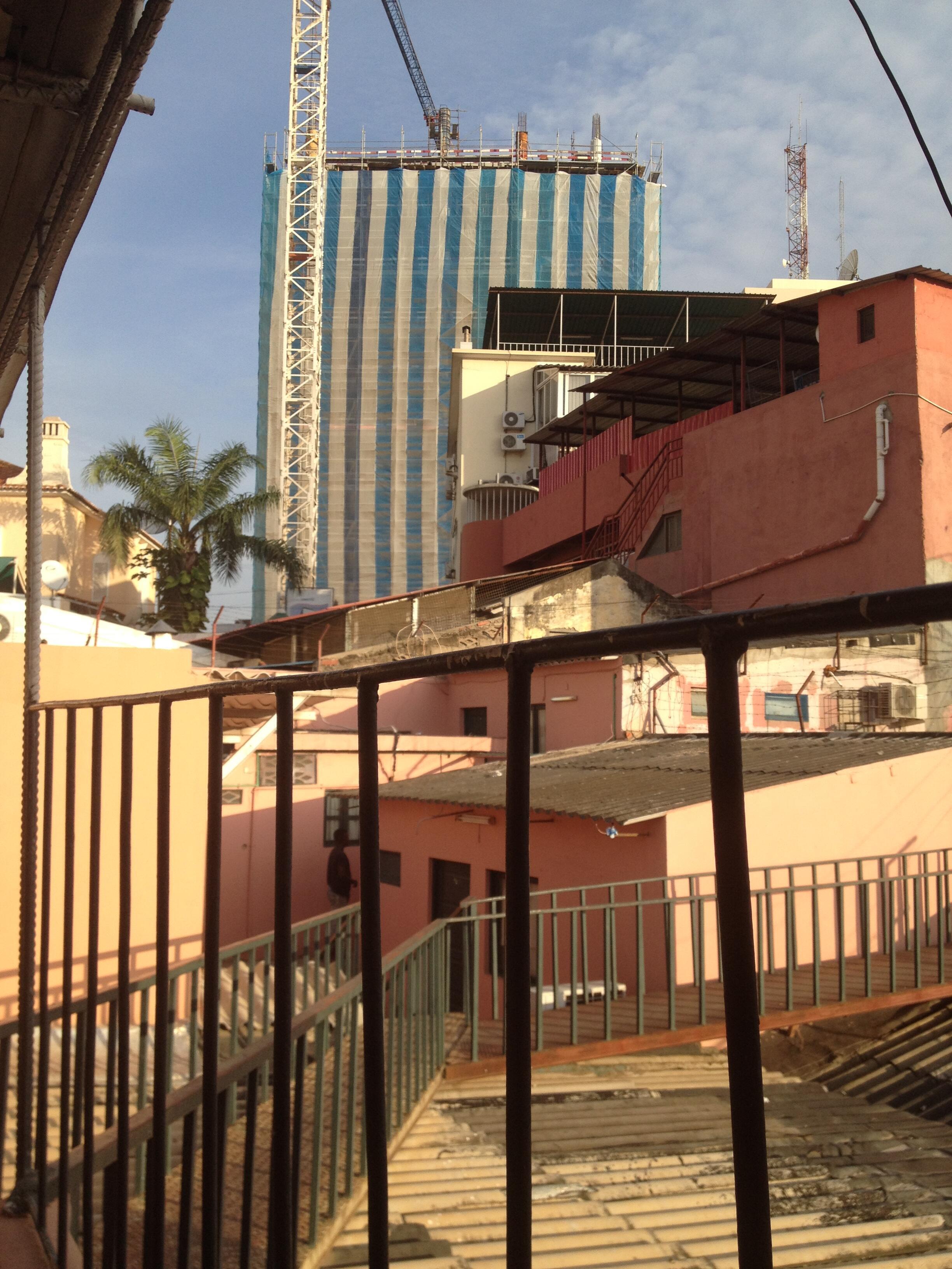 Luanda, a capital angolana, sofre habitualmente já grandes engarrafamentos de trânsito