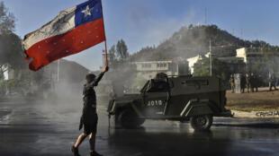 Manifestant Drapeau du Chili 2019 Sebastian Piñera