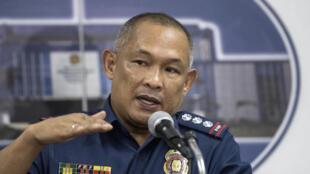 Le chef de la police philippine Romeo Caramat lors d'une conférence de presse à Manille, le 16 août 2017.