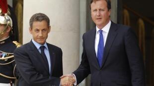 Sarkozy e Cameron são os primeiros líderes a visitar a Líbia após queda de Muammar Kadafi