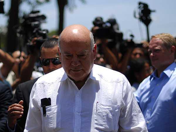 José Miguel Insulza, tras reunirse con miembros de las maras en la prisión de La Esperanza en San Salvador, el 12 de julio de 2012.
