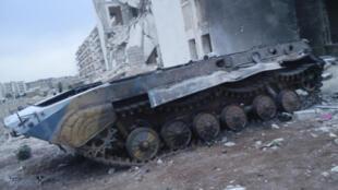 Char détruit de l'armée régulière à Alep, le 2 octobre 2012.