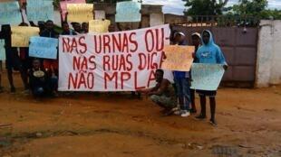 Protesto no Cacuaco (arredores da capital angolana) a 17 de Abril de 2017