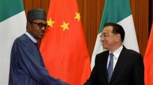 Le président nigérian Muhammadu Buhari et le Premier ministre Li Kegiang à Pékin, le 13 avril 2016.