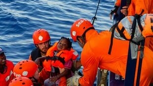 Photo prise le 31 juillet 2019 à bord du navire humanitaire «Alan Kurdi» de l'ONG allemande Sea-Eye, qui a secouru 40 personnes en Méditerranée. L'«Alan Kurdi, qui est resté le 1er août au large de l'île italienne de Lampedusa, est reparti vers Malte.