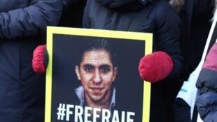 Ensaf Haidar, lors d'une manifestation en faveur de la libération de son époux Raif Badawi.
