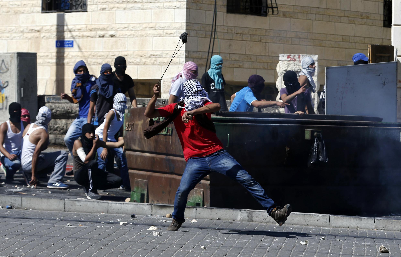 Um palestino foi morto no suburbio de Jerusalém.