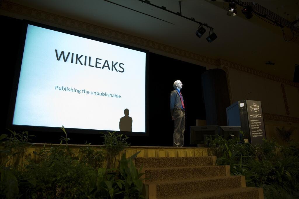 Le site créé par Julian Assange (ici en 2009 à Copenhague) ne précise pas comment il s'est procuré ces documents. Il fait seulement allusion à un piratage informatique, dont le royaume aurait été victime, revendiqué par un groupe du nom de Yemeni.