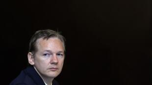លោកជូលៀន អាសាញ់ជ៍ (Julian Assange) ស្ថាបនិកវែបសៃត៍ Wikileaks